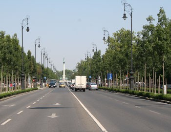 car traffic on the Avenue towards Heroes' Sqr