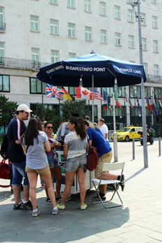 Tourists at the Info Point at Deak Square