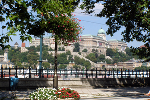 Summer time on the Danube Promenade, Pest