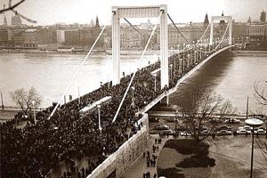 Erzsebet Bridge in the 1960s