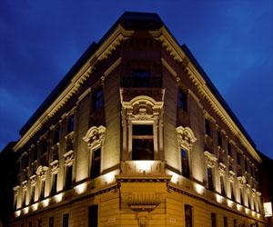 Hotel Palazzo Zichy at night