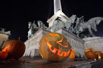 lighted pumpkin lanterns on Heroes' Square