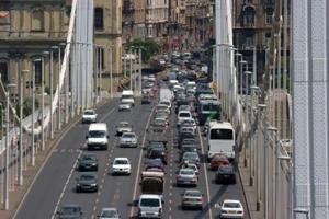 Car traffic on Elizabeth bridge
