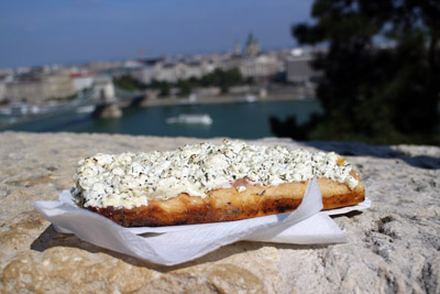 bread pizza with cottage cheese and onion topping