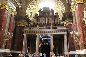 the pipe organ of St. Stephen Basilica