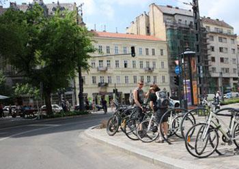 bikers parking their bikes on Károly körút