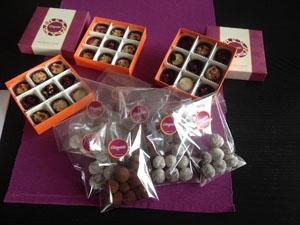 3 x p pieces of bonbons in 3 orange paper boxes