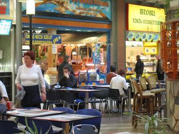 fast_food_resturants_budapest_west-end03