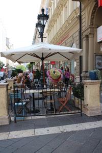 Gelarto Rosa's terrace full of people