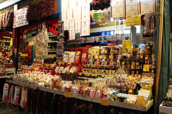 paprika spices, garlic strings and other Hungaricums in the market hall