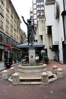 Hermes Fountain in Regiposta utca