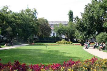 flowery Károlyi garden in spring