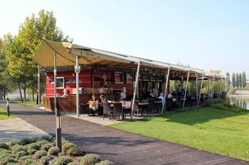 Vakvarjú beach Restaurant at Kopaszi Dam