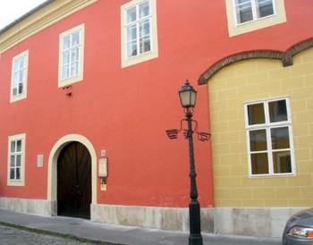 medieval_jewish_prayer_house02