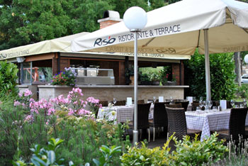 the flowery terrace of Riso Ristorante
