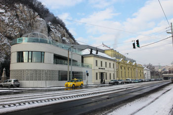 street view of the Rudas bath in winter