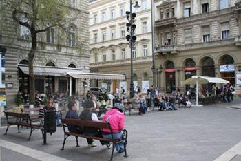 people sitting on a bench on Szt István tér