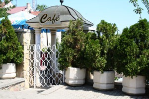 tomb_of_gul_baba_cafe
