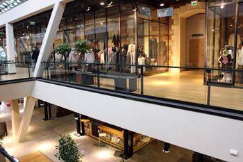 Shops inside the Bálna