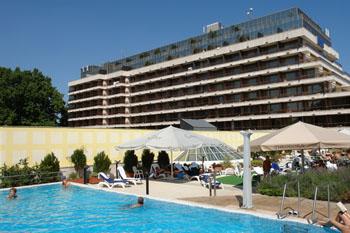 open-air pool of Danubius Health Spa Resort Margitsziget