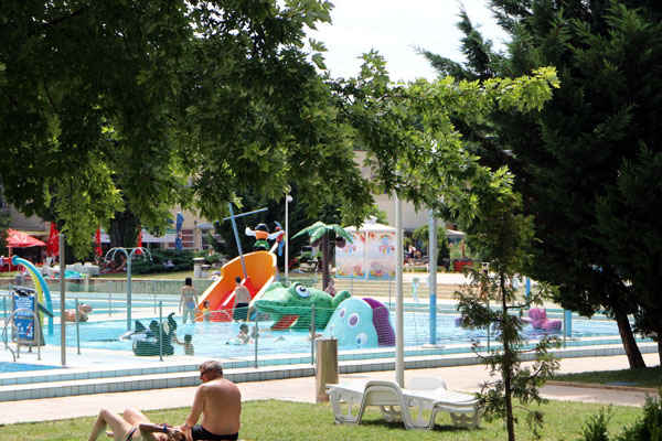 Palatinus bath budapest scenic outdoor pools - Margaret island budapest swimming pool ...