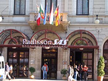 entrance of the Radisson Blu Béke Hotel