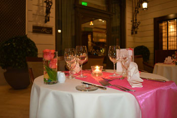 Romantic setting on Valentine's Eve at Corinthia Budapest Hotel's restaurant