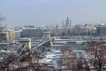 the Chain bridge ove rthe ice clogged Danube, the basilica in Pest in the back ground