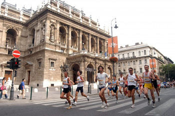 marathon runners in front of the Opera house