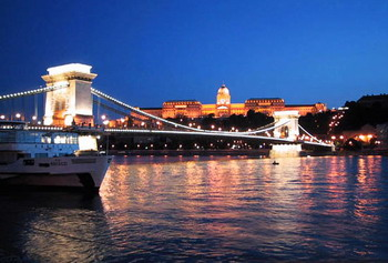 the Chain bridge and the Danube at the blue hour