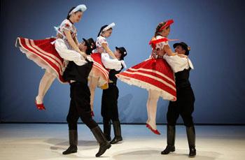Folk dance performance in Budai Vigado