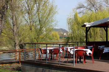 the terrace of Fruska Bistro at Kopaszi dam