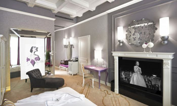 opera suite -living room