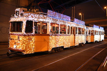 Tram 2 in Christmas LED lights at Közvágóhíd stop