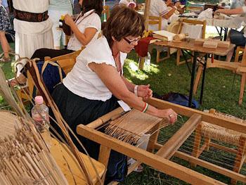 woman weaing on the folk art fest in Buda