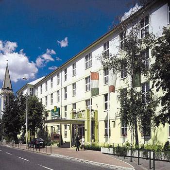 Hotel Tulip Inn Millennium-street view