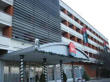 the entrance and facade of Ibis Aero Hotel