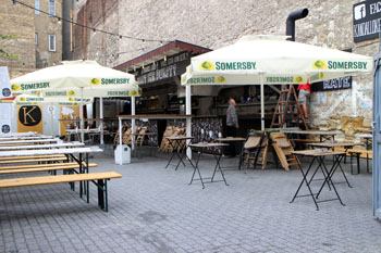 A garden pub in Distr. VII.