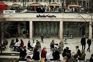 people on the terrace of Akvárium Klub Erzsébet Square