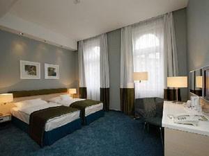 a nice room in Atrium Hotel