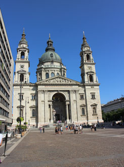 the Basilica on Szent István Square, front view