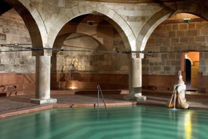 the octagonal interior pool and arcades in Rudas spa