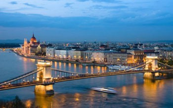 The view of the Chain Bridge and the Danube at dusk