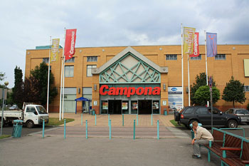the main entrance of the plaza with campona in big red letters written