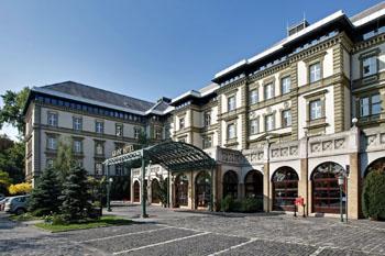 the grey exterior of the Danubius Grand Hotel Margitzsiget
