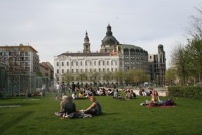youngsters on the lawn at Erzsébet Square