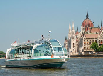 a tourist boat at the Parliament on the Danube