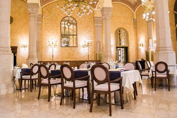 Elegant restaurant in the Vigadó Hall