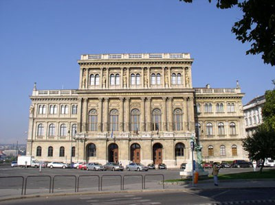 The Hungarian Academy of Sciences on Széchenyi István Square (the former Roosevelt Square)