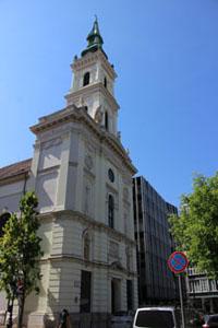 the Church's facade on Szervita Sqr, Pest